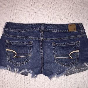 American Eagle distressed jean shorts size 4. D-10